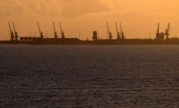 Sonnenuntergang, Hafen von Durres, Albanien.17073.jpg