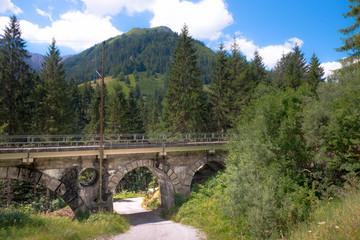 Alte Eisenbahnbrücke im Außerfern