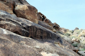 Grapevine Canyoon Petroglyphs