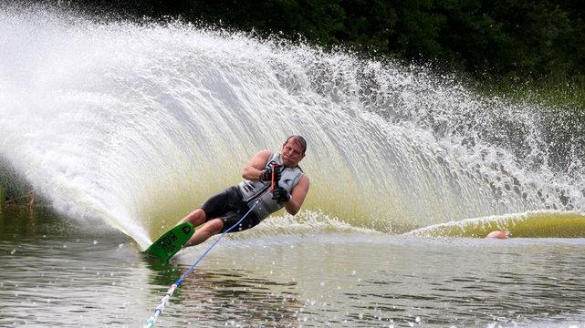 slalom waterskier