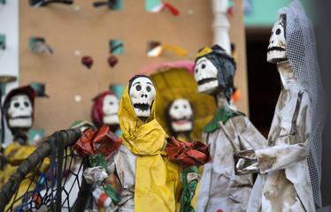 calaveras dolls