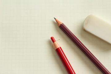 ノートと鉛筆と消しゴムと赤鉛筆