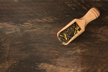 Overhead photo of scoop of black tea with copy space