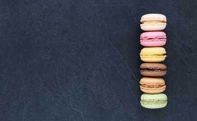 Papiers peints Macarons Macarons sur ardoise, carte , menu