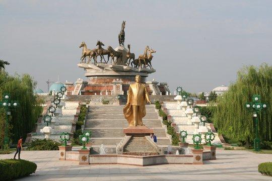 Monument des chevaux Ahal Teke