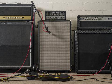 Guitar amplifiers in recording studio
