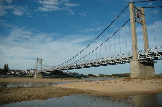 Pont suspendu traversant la Loire à Ancenis en Loire-Atlantique