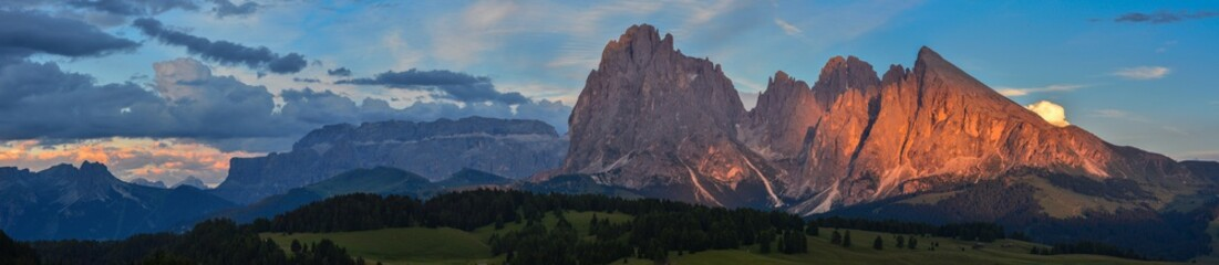 Foto op Plexiglas Bergen Italy south tyrol dolomites mountains Langkofel Plattkofel panoramic