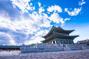 Fotobehang Seoel Seoul, South Korea - Geunjeongjeon Hall in Gyeongbokgung Palace.