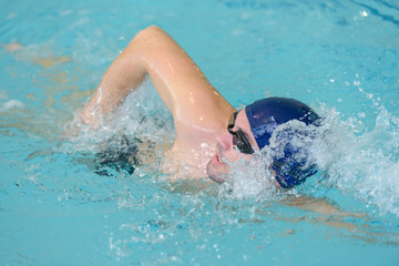 Male swimmer doing front crawl