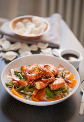 Rice noodles with prawns and mixed vegetables