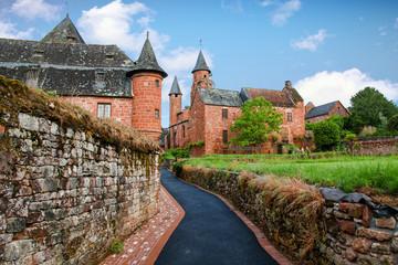Collonges la rouge, église saint Pierre et castel de Vassinhac, Corrèze, Nouvelle Aquitaine