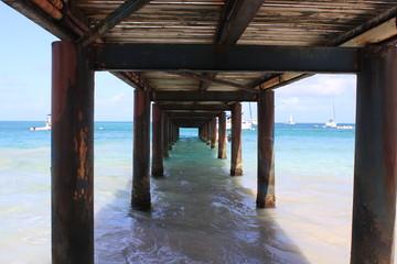 bois caraïbes canouan mer pont plage