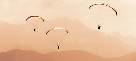 Paragleiter bzw. Gleitschirmflieger (im Bannerformat)