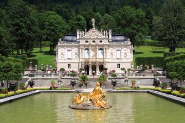 Fotobehang Kasteel Linderhof Palace in Bavaria in Germany