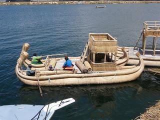 bateau-lac titicaca