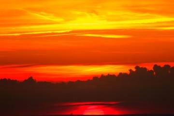 Papiers peints Marron coucher de soleil sur les montagnes vosgiennes