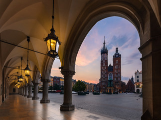 Autocollant pour porte Cracovie Old city center view with St. Mary's Basilica in Krakow on the morning