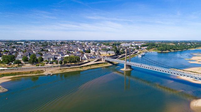 Photographie aérienne d'Ancenis et du pont Bretagne-Anjou, en Loire Atlantique