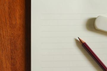 便箋と鉛筆と消しゴム