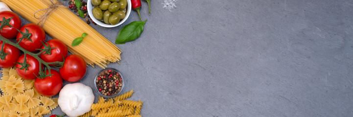 Spaghetti Pasta Nudeln Zutaten kochen Italien Banner Fusilli Schiefertafel Essen Textfreiraum