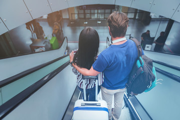 Girlfriend and boyfriend are enjoying travel together