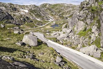 Carretera y montaña / Road and mountain