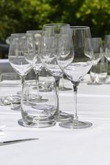 Bicchieri e calici di vetro.