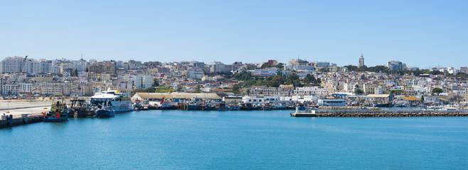 Foto op Canvas Marokko Marocco: porto e skyline di Tangeri, città marocchina sulla costa del Maghreb all'entrata occidentale dello stretto di Gibilterra, dove il Mar Mediterraneo incontra l'Oceano Atlantico