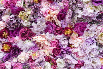 Photo sur Aluminium Fleurs Vintage Flower texture background for wedding scene. Roses, peonies and hydrangeas, artificial flowers on the wall.