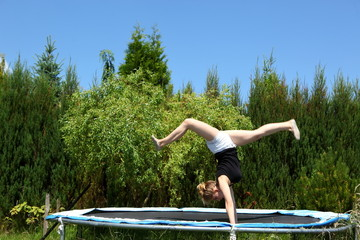 In your free time and for relaxation it is worth exercising your endurance and fitness on the trampoline.
