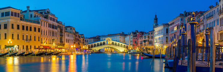 Photo sur Aluminium Venise Rialto Bridge in Venice, Italy