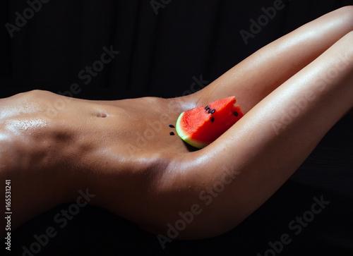 Black amatuer on her knees sucking