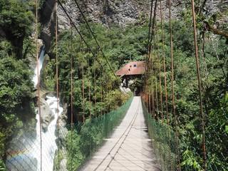 Pont suspendu à pailon Del Diablo en Equateur