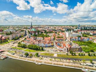 Szczecin - nabrzeże Wielickie z lotu ptaka. Krajobraz starego miasta z widoczną bazyliką i zamkiem.