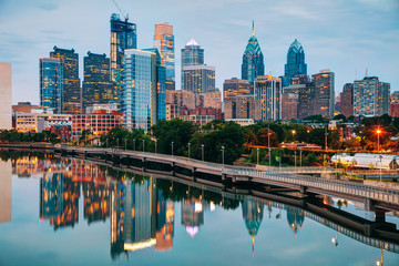 Poster United States Philadelphia skyline at night
