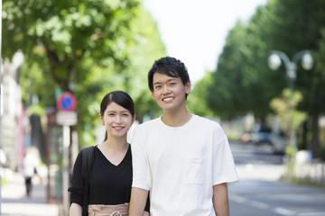 カップル男女 デート 渋谷 カメラ目線