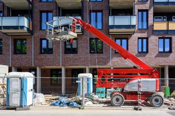 Hubarbeitsbühne auf der Baustelle