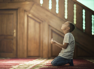 young boy muslim prayer