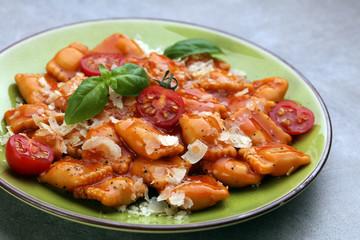 Ravioli with tomato sauce and basil