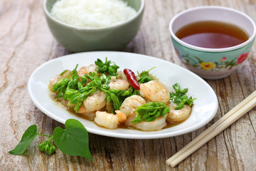 stir-fried Tonkin jasmin flowers and shrimp, vietnamese cuisine