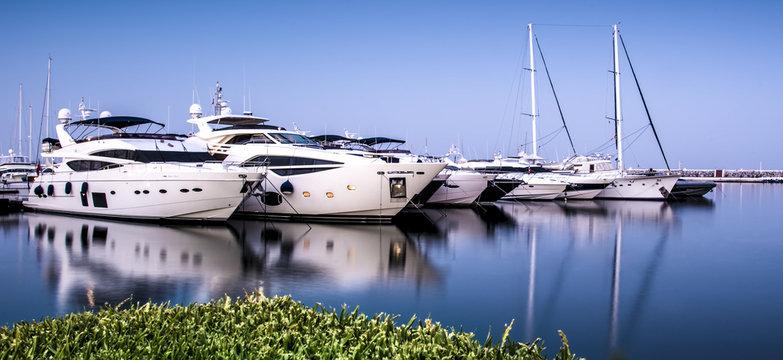 Yates y Veleros en Puerto Banus - Marbella