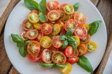 Tomaten Salat mit Basilikum