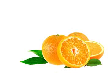 Orangen mit Textfreiraum isoliert auf weißem Hintergrund
