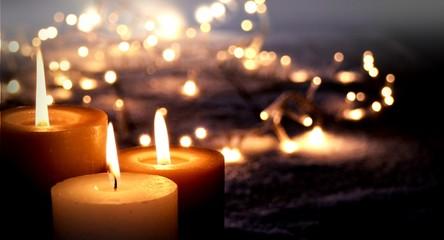 Weihnachtlicher Hintergrund - Adventskerzen