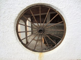 wagon wheel window