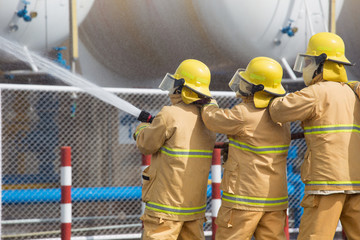 Firefighters spray water in LPG gas tanks, Fire extinguishers caused by explosive gas