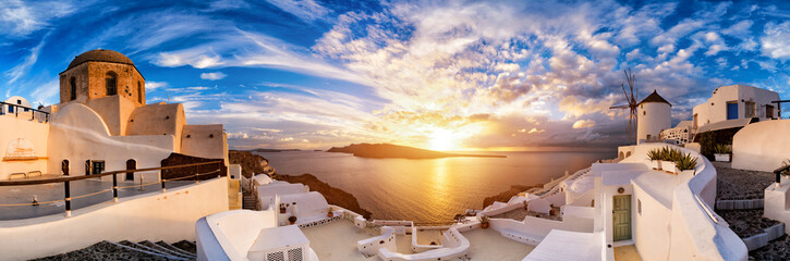 Sunset on Oia, Santorini. Greece Fototapete