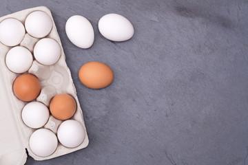 Eier Schachtel Eierschachtel Ei Schieferplatte Essen Textfreiraum von oben