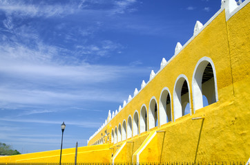 Fototapete - Entrance of the Convento De San Antonio de Padua in Izamal
